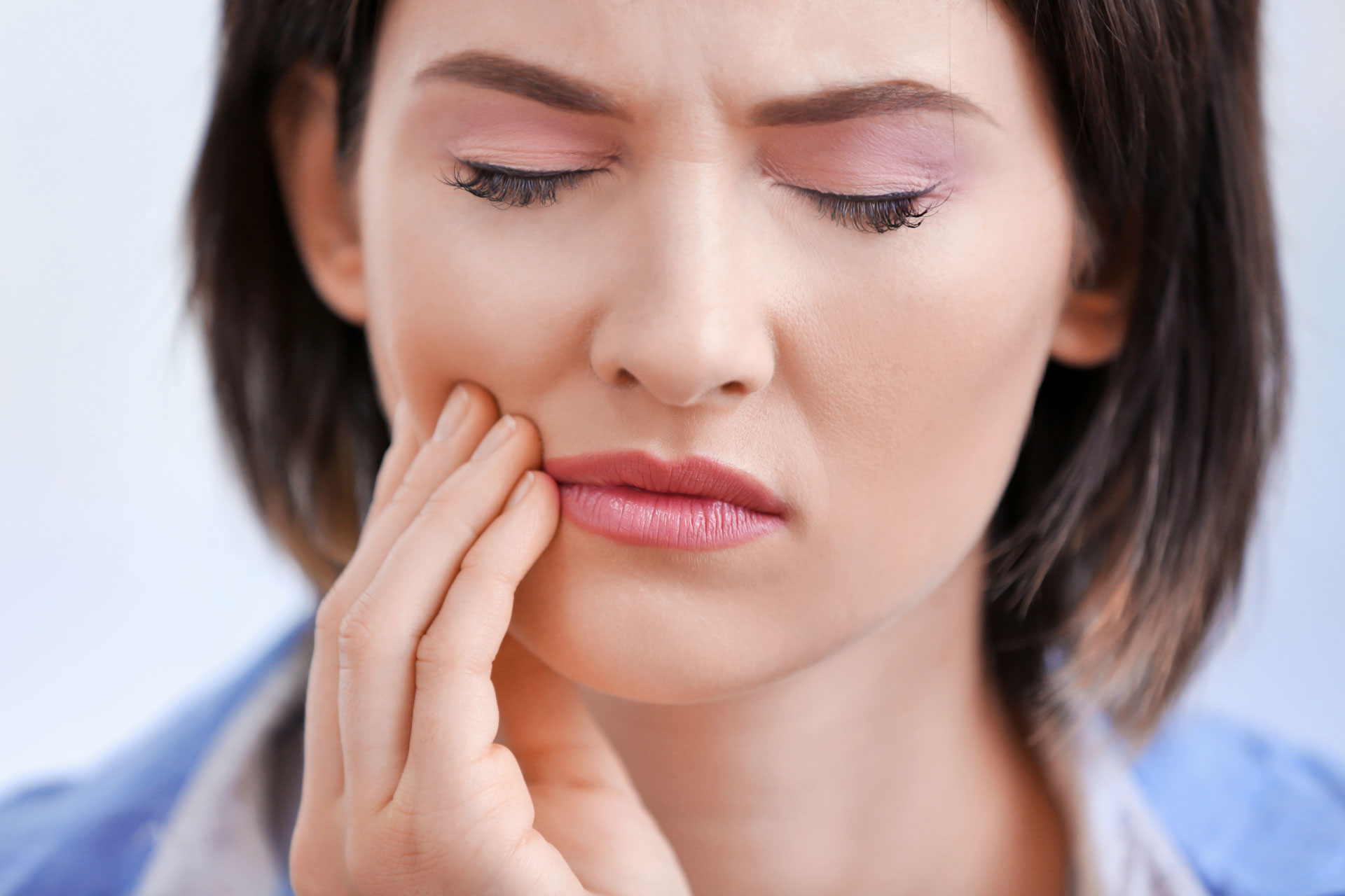 woman experiencing tooth pain